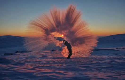 Amazing Results Of Throwing Away Hot Tea At The -40C Arctic Circle