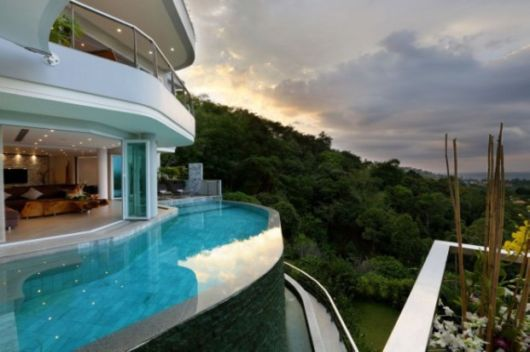 Incredible Infinity Pools That Overlook Amazing Views
