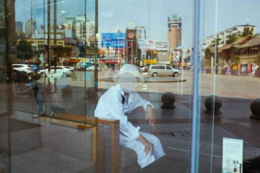 Perfectly Timed Street Photos By Self-Taught Photographer