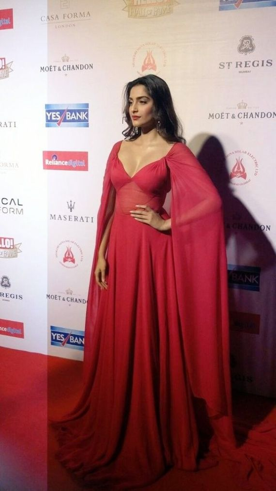 Sonam Kapoor At Red Carpet At The Hello Hall Of Fame Awards