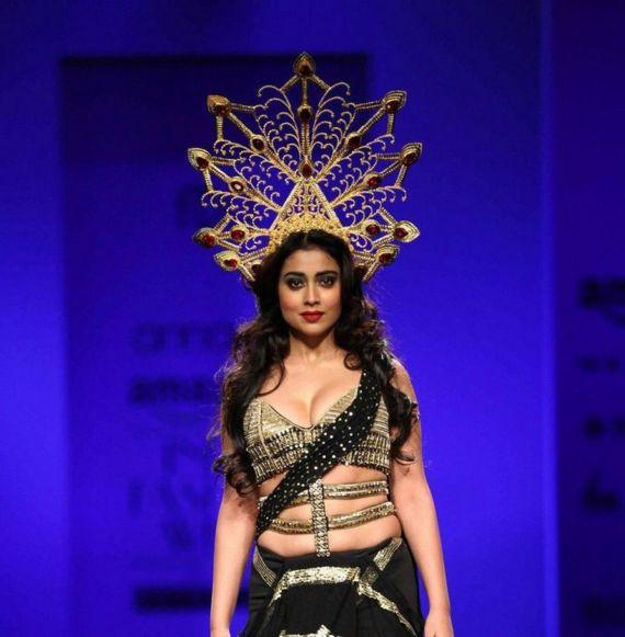 Shriya Saran Walks Amazon India Fashion Week 2016