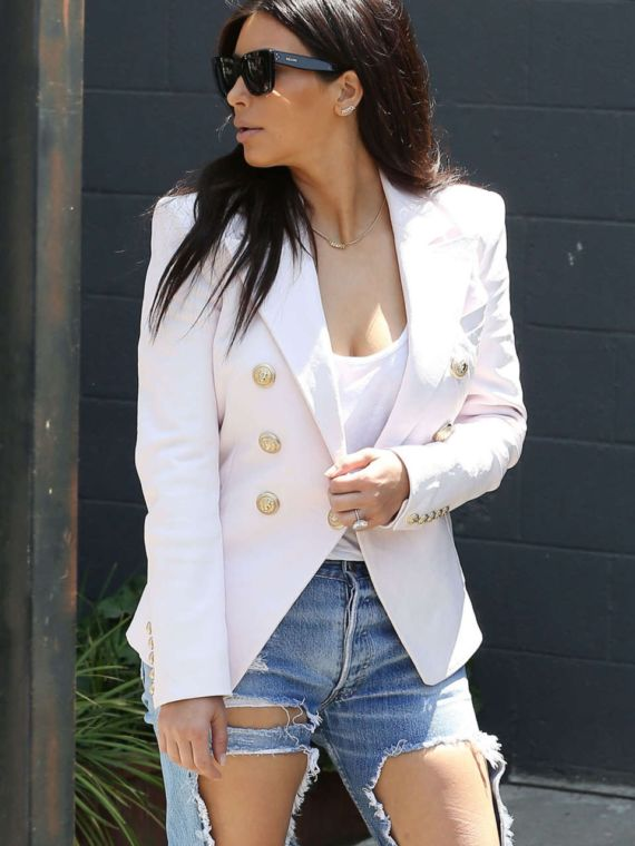 Miss Kardashian Shopping In Jeans