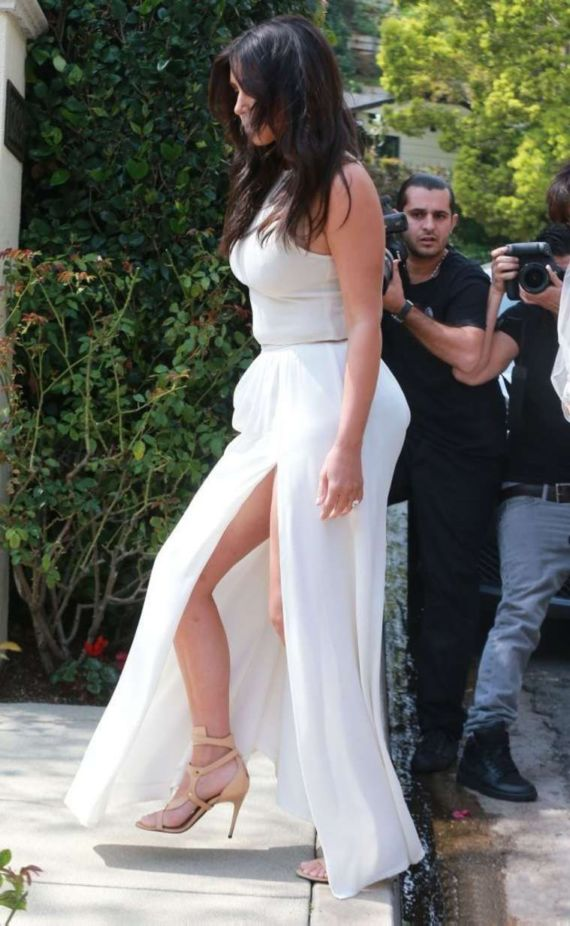 Miss Kardashian Out Shopping In Calabasas