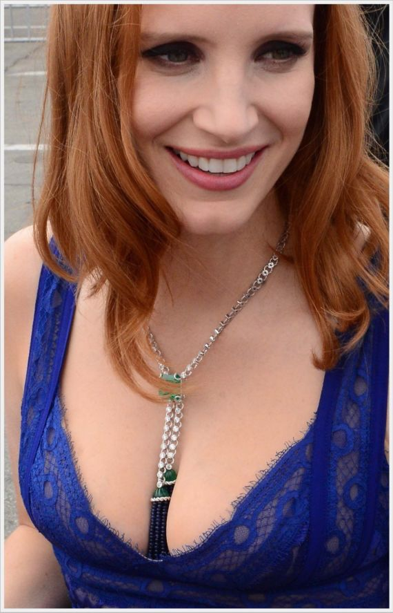 Jessica Chastain Greeting Her Fans